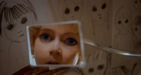 tim burtons big eyes trailer yam magazine