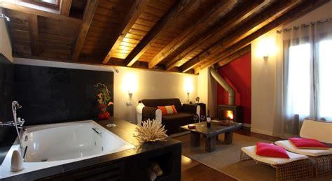 hoteles rurales con chimenea en la habitacion las 5 suites m 225 s rom 225 nticas para este invierno con