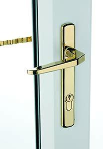 lock     pick  correct door lock