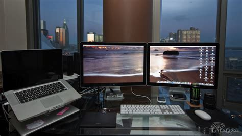 mac setups macbook pro apple cinema display macbook pro with dual 24 apple cinema displays