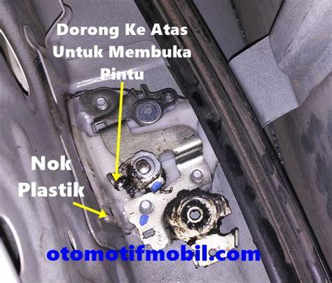 Pasang Kunci Pintu Mobil cara membuka pintu mobil tidak bisa dibuka dari dalam dan luar otomotif mobil