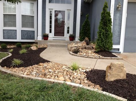 Stunning Black Mulch Landscaping Ideas You Must See Page Black Landscaping