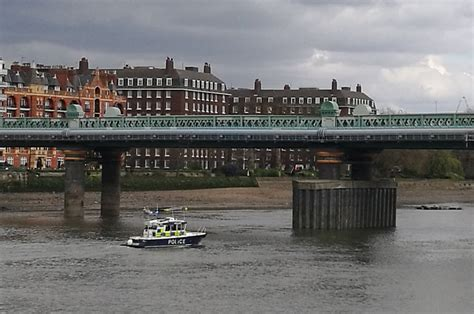thames river cruise london to oxford river thames bomb unexploded ww2 bomb found on oxford v