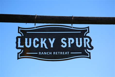 lucky retreat lucky spur ranch retreat justin tx wedding venue