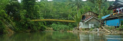 Tempat Minyak Khas Bambu Kalimantan mengarungi sungai amandit dengan bamboo rafting khas