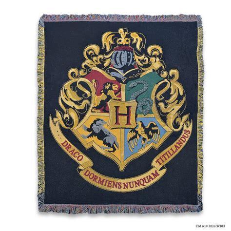 harry potter rug hogwarts crest woven throw accessories warner bros studio tour