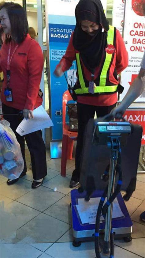 airasia reminder gate baggage fees rm200 people are not happy with airasia for enforcing a 7kg