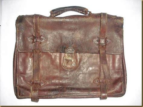 Tas Sepeda Antik koleksi barang antik tas kulit tali melingkar terjual
