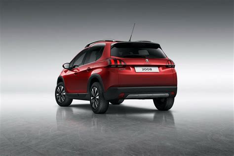 peugeot 2008 crossover peugeot facelifts the 2008 suv for 2017 89 photos