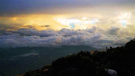 Karpet Gunung menyaksikan indahnya karpet awan di gunung kerinci