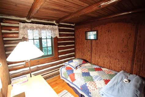 Bushkill Falls Cabins by Bushkill Pristine Waterfront Log Cabin With Sleeps 9 In Beds Vacation Rentals