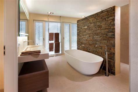 badezimmer badezimmer steinwand beige badezimmer badgestaltung