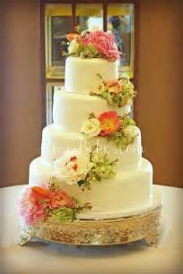 wedding cake flowers white wedding cake with cascading fresh flowers bakes