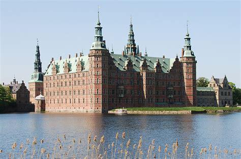 file frederiksborg castle and boat crop jpg wikimedia - Boat License Denmark