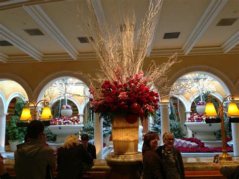 top ten hotel lobby christmas decorations decor ideas from las vegas garden flowers