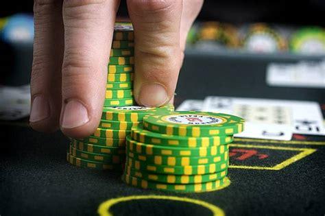 pemilihan tabel  penting  strategi permainan poker nike max