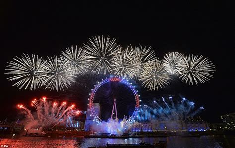 new year s thames river the uk welcomes in new year s eve 2016 with 12 000