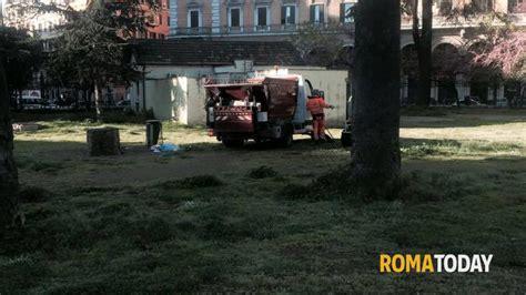giardini piazza vittorio roma piazza vittorio alfonsi attacca quot chi pulisce i giardini