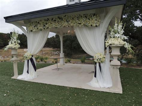Ceremony decor. Wedding ceremony. All white wedding