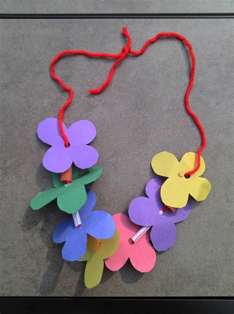 Easy Crafts To Make With Construction Paper - can be made with construction paper yarn solid