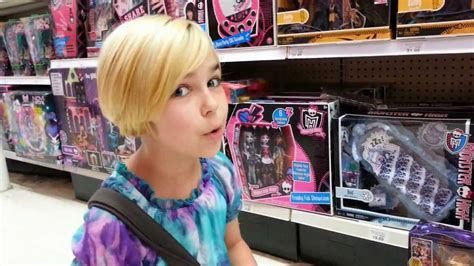 monster high doll house toys r us monster high hunting at toys r us 13 wishes and home ick found youtube