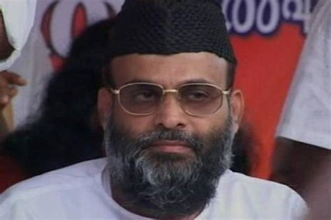 New Madani sc grants bail to bangalore blast accused madani for treatment ibnlive