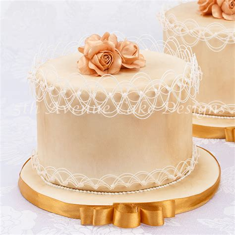 String Work - learn how to pipe royal icing string work