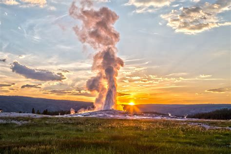 earthquake yellowstone 60 earthquakes hit yellowstone scientists warn