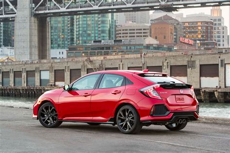 hatchback honda 2017 honda civic hatchback drive review motor trend