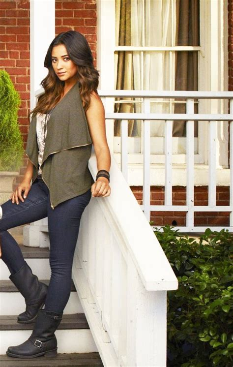Steal That Style: Shay Mitchell?s Fall Look   Stephanie
