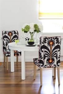 Impressionnant Table Et Chaises De Salle A Manger #1: chaises-salle-manger-tapissées-tissu-muilticolore.jpg