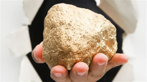 gold nugget found in backyard chinese herdsman stumbles onto a 17 pound gold nugget