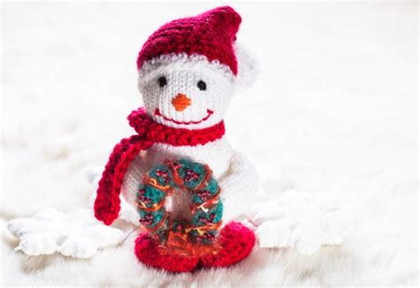 free christmas wreath and snowman knitting patterns
