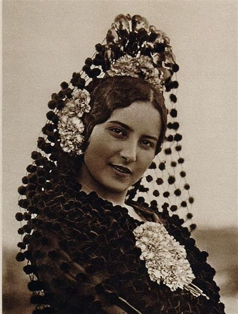 spanish mantilla comb hairstyles spanish hair combs and antigua on pinterest