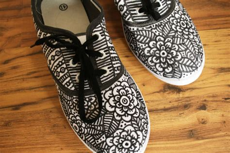 diy shoe diy doodle shoes by wilma