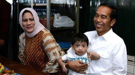 liburan jokowi ajak keluarga makan soto  solo komentar