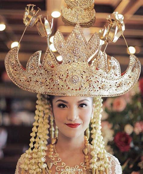 Baju Muslimah Kimi Merah foto hiasan kepala pengantin adat indonesia yang mewah dan megah