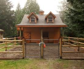Pictures Of Small Horse Barns 25 Best Ideas About Small Horse Barns On Pinterest