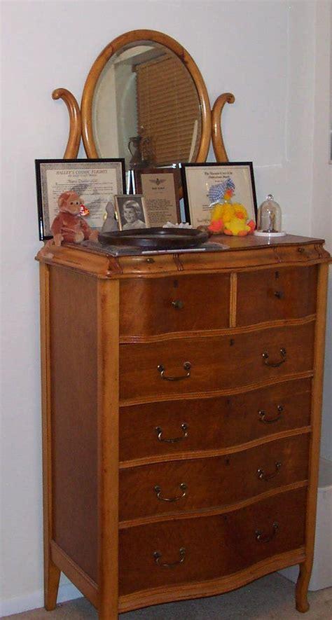 Maple Bedroom Vanity by Birdseye Maple Dresser Things I Dressers