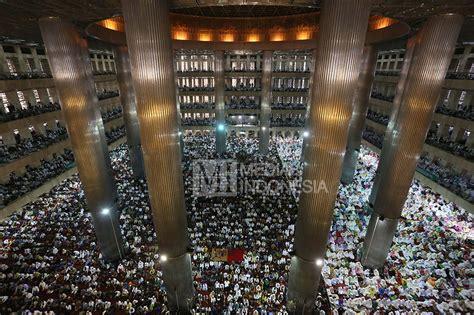 Tv Ratusan Ribu ratusan ribu umat muslim salat hiburan metrotvnews