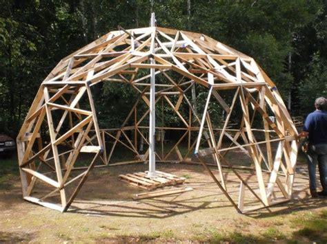 serre en dome serre de jardin en bois d 244 me geodesique pinterest