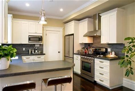 what color should i paint my kitchen with dark cabinets what color should i paint my kitchen dining room