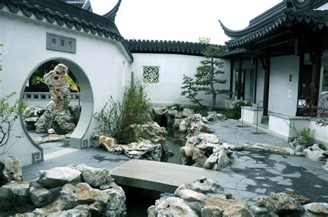 Chinese Home by Interior Courtyards