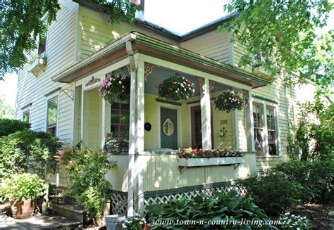 Cottage Style Summer Home Tour ~ 2014   Town & Country Living