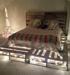 Amazing Tete De Lit Led #7: Superbe-idée-pour-une-chambre-enfant-comment-faire-un-lit-en-palette-éclairage-intégré-ambiance-romantique-e1474881659336.jpg