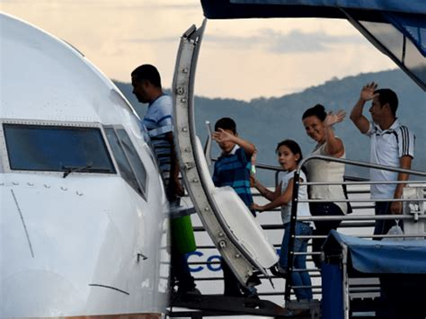 mexican airline offering migrants free airfare to border