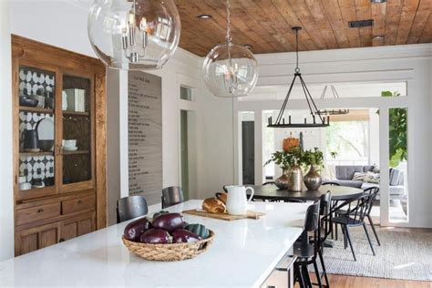 how the stars of fixer upper transformed a town in texas 1211 best fixer upper images on pinterest coastal