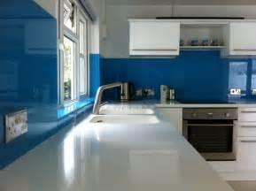 White Quartz Kitchen Countertops by Cr 233 Dence Cuisine Originale 48 Id 233 Es En Mat 233 Riaux Diff 233 Rents
