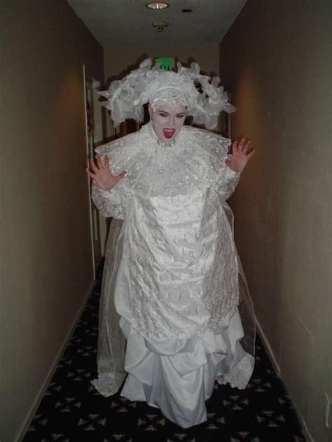 undead vampire bride lucy  bram stokers dracula