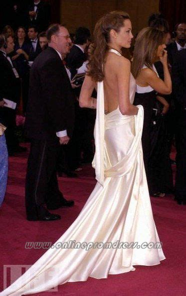 film gagné oscar 2004 angelina jolie red carpet evening gown oscar slip